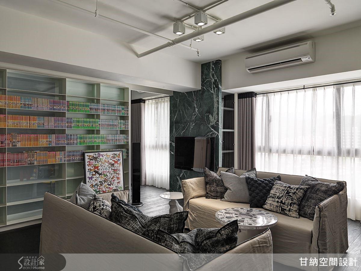 將電視牆設置在書牆右側的走道,介於兩座落地窗之間,同時也創造出格局的層次美感。