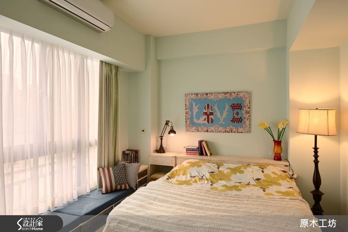 推開風格強烈的仿舊房門,感受到的是一股清晰寧靜,以淺綠牆面、藍色臥榻妝點色彩,打造出別具風情的寢居空間。