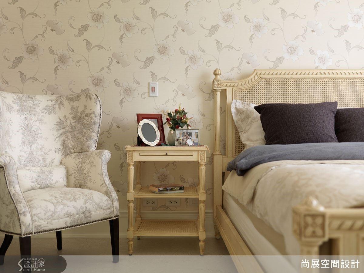 美感的展現,不是一昧堆砌華麗語彙,而是在細節中充分講究質感,包括壁紙與家具的選擇都必須符合整體空間質感,才能彰顯居住者的品味與氣質。
