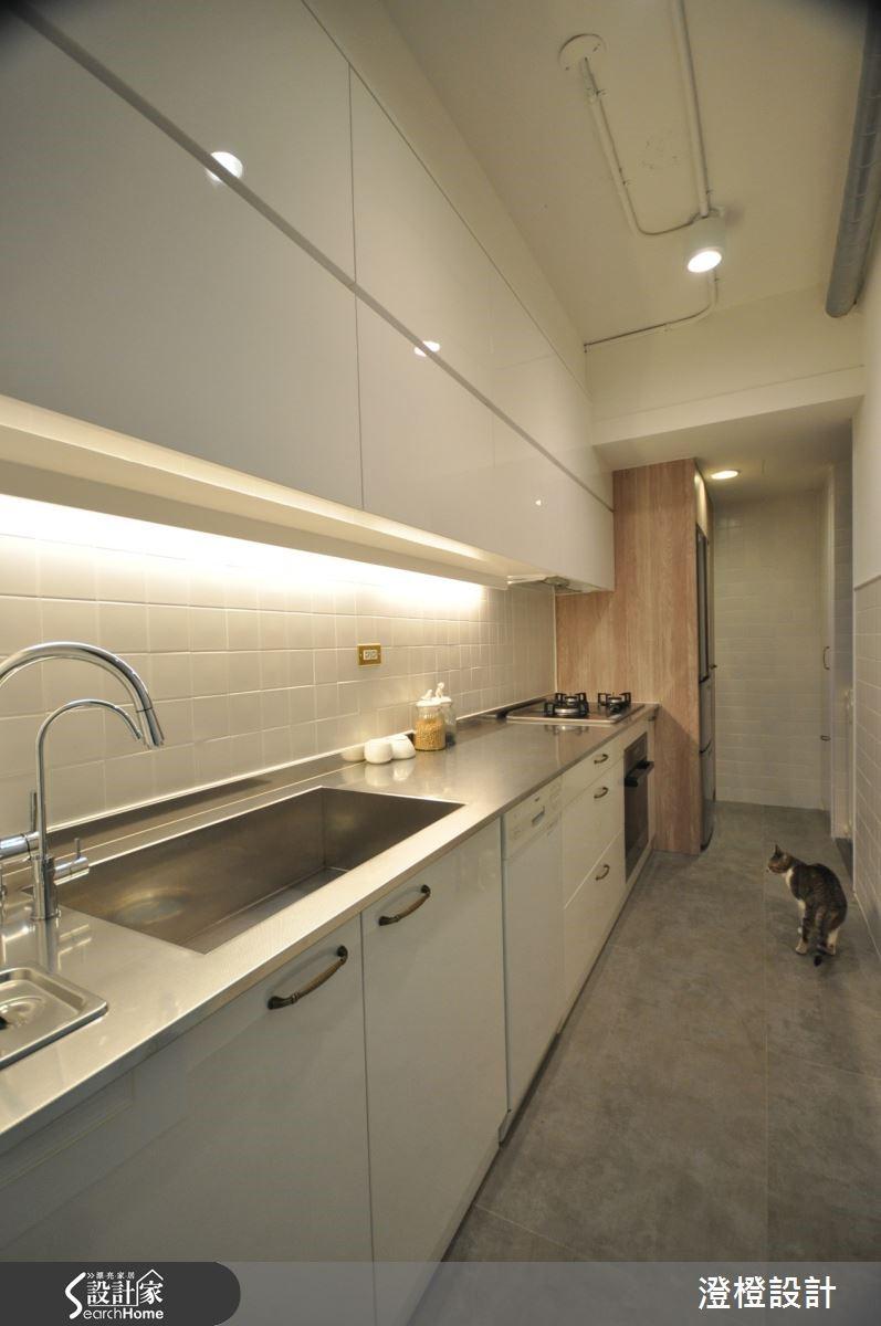 女主人夢想的廚房空間,則藉由格局的更變後,加大空間的尺度,讓使用起來更加便利。