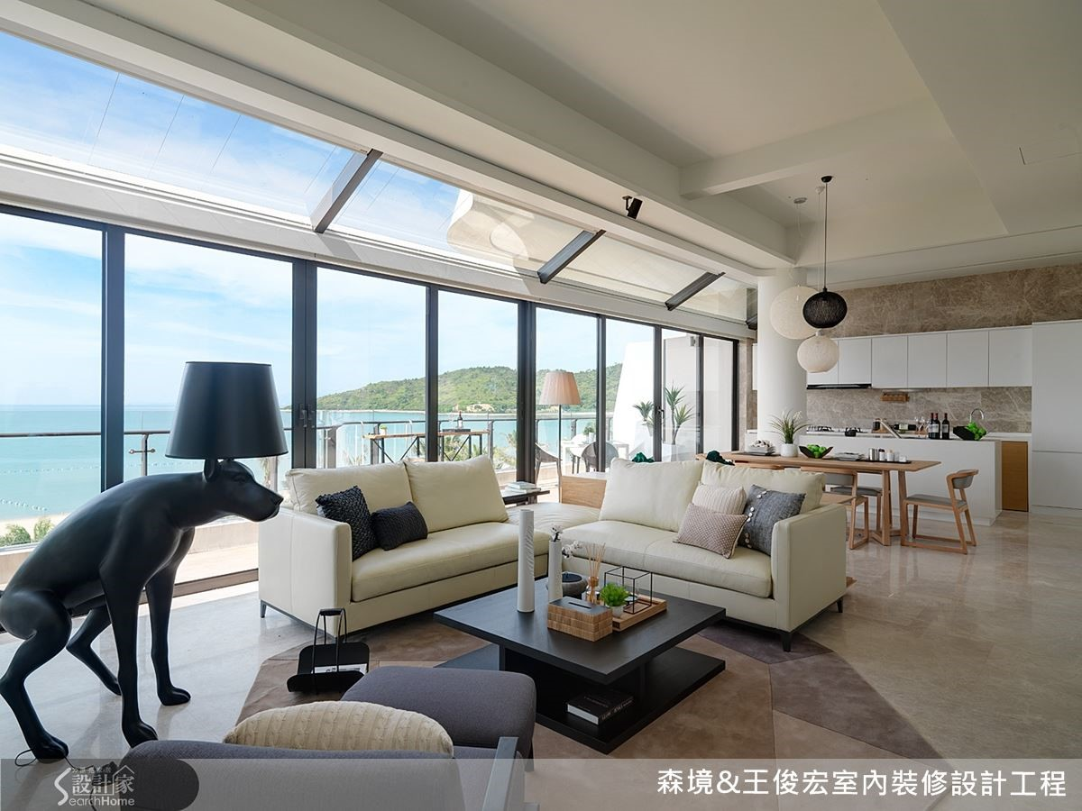 透過減法設計,打開格局,讓海景住宅的空間優勢發揮得淋漓盡致。