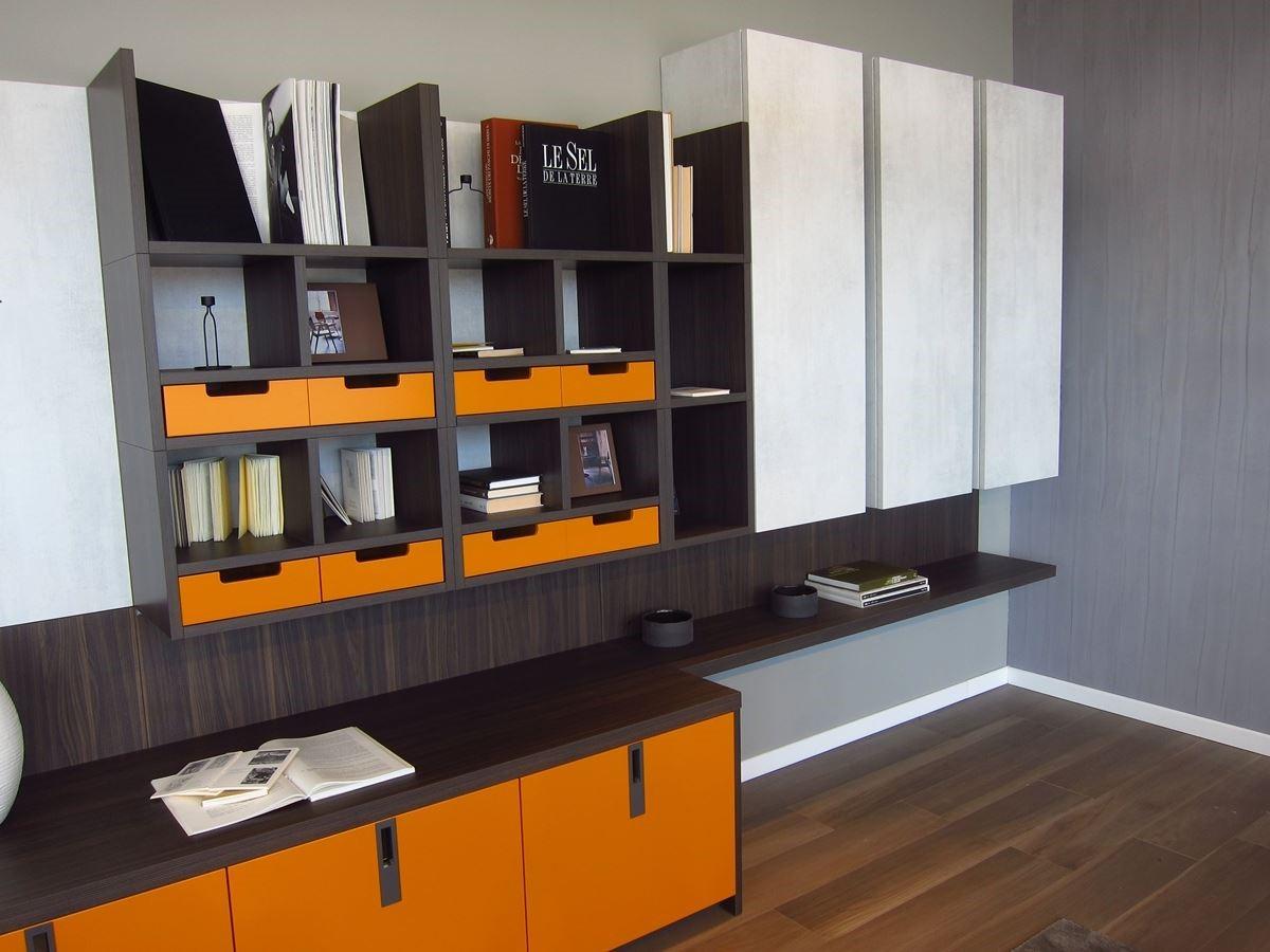 展區內示範不同的櫃體組合,提供消費者參考。