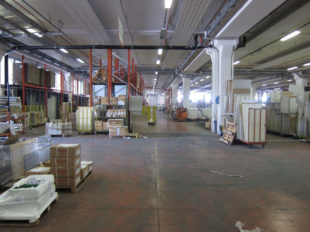 生產流程由電腦控管,自動化生產,讓偌大廠房中幾乎看不見人影。
