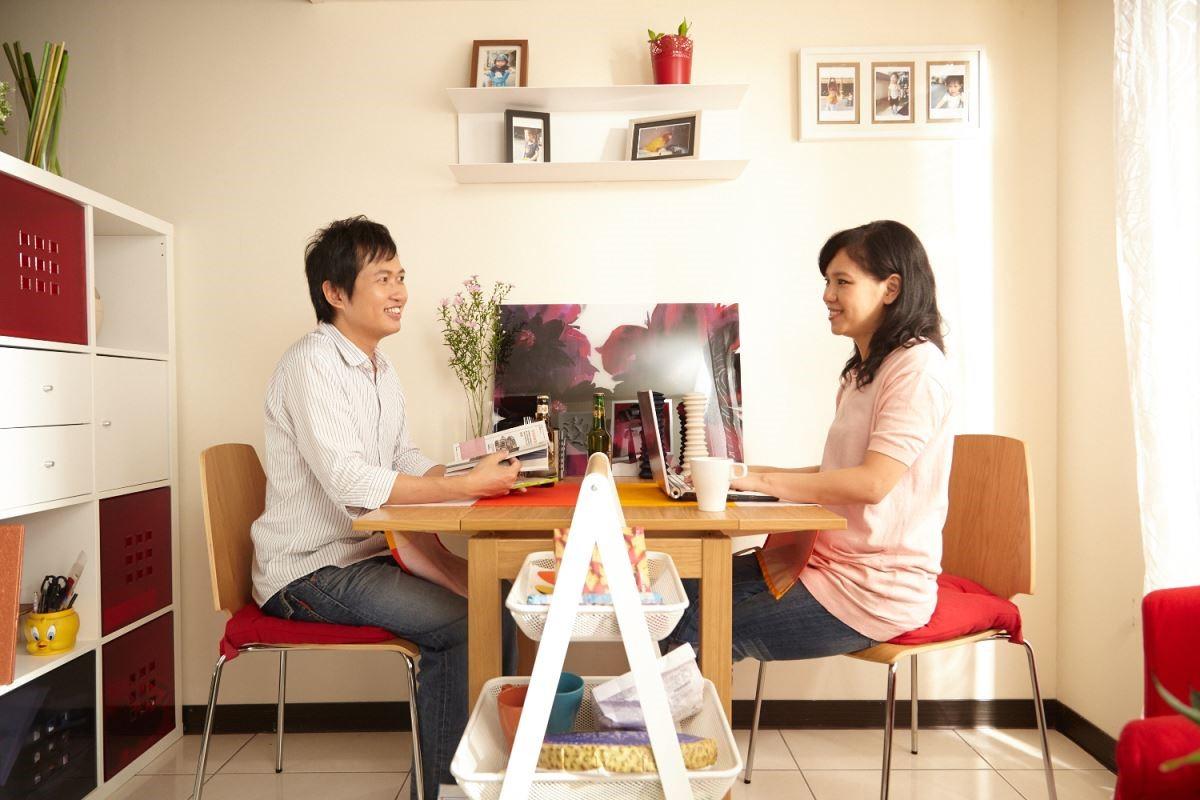 改善原本凌亂的用餐空間,成為居家中悠閒的放鬆角落。 攝影_黃暉中