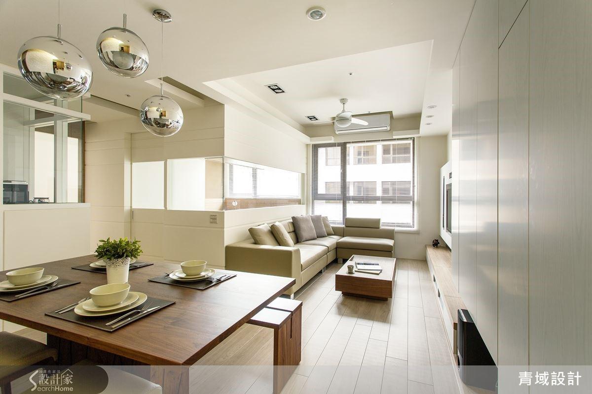拆除一間房,讓客餐廳呈開放規劃,在寬敞格局、明亮採光的配置下,開創無壓氣氛。