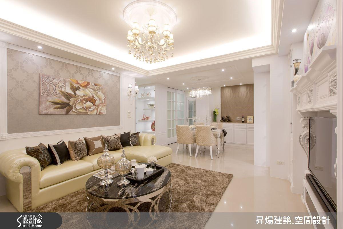 屋主希望宮廷古典風大量的表現在自己家中,同時兼具收藏展示及收納功能。