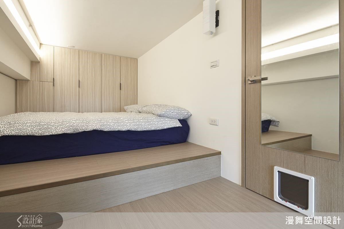 在臥室門下方加裝貓咪專用的貓門,創造屬於毛小孩的自由動線。
