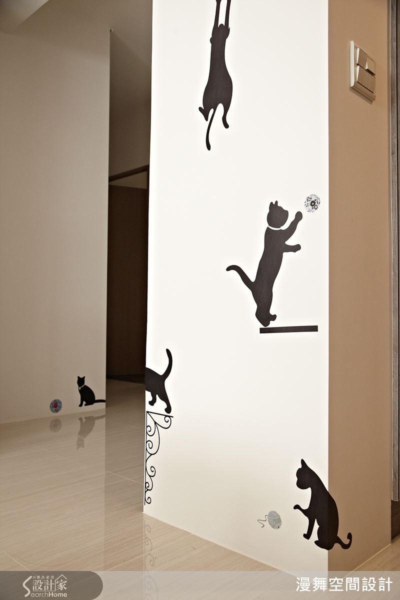 利用貓咪剪影的壁貼來勾勒牆面意象,讓空間更富有動態感與趣味性!