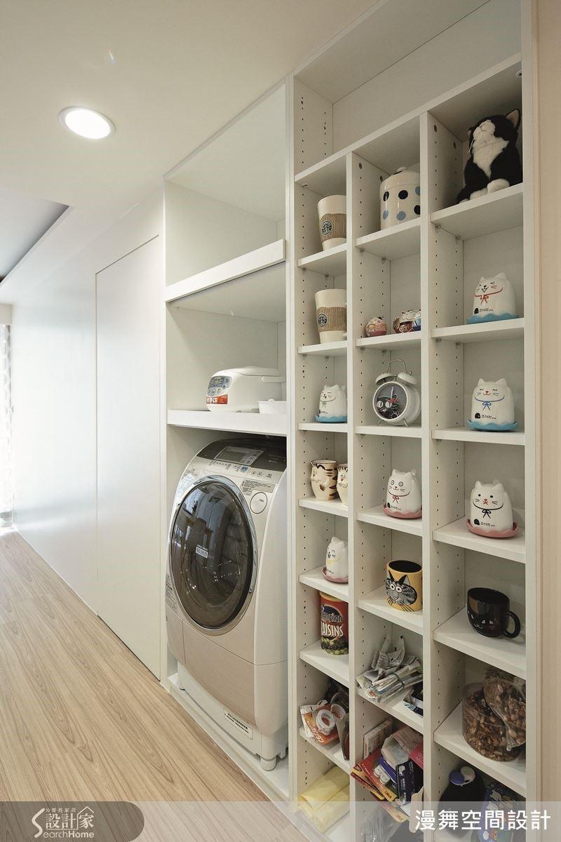 運用系統櫃打造專屬貓咪小物與馬克杯的擺飾空間,讓心愛的收藏品成為空間的亮點!