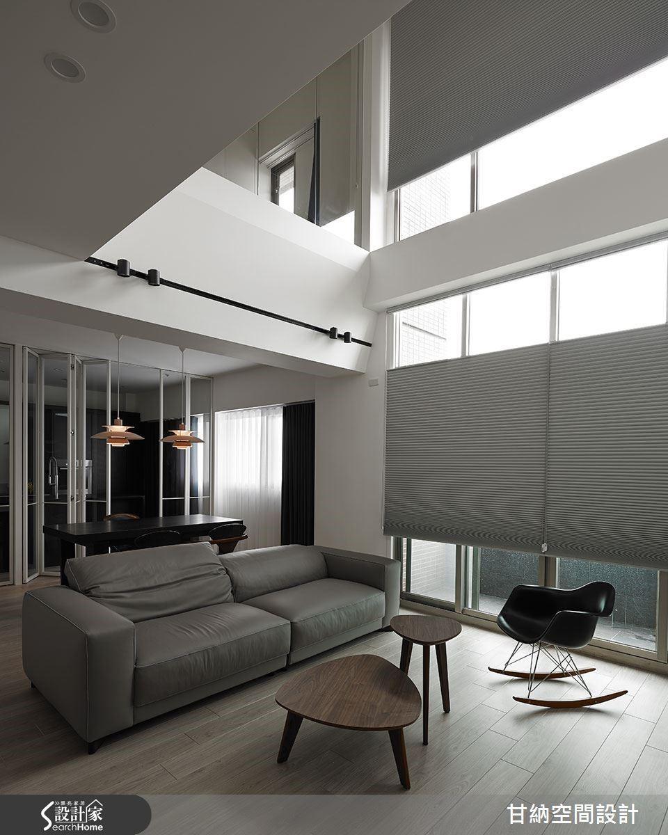 灰色百葉窗調緩了直接的光線照射,讓室內氛圍更加柔和舒適。