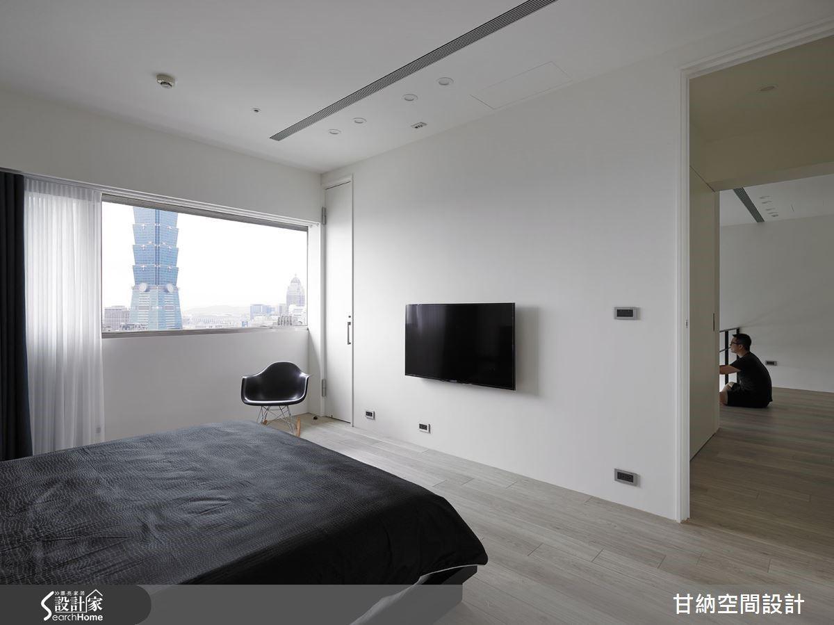臥室裡也保留了窗景的優勢,而窗外就是 101 大樓的景觀,更是此案最別致的註腳之一。