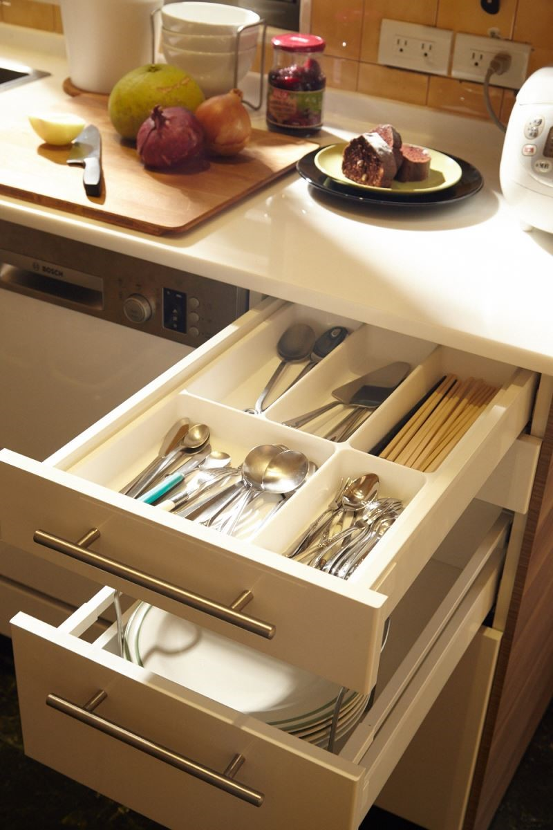 依造烹飪者的需求,選擇可以彈性運用的櫥櫃系統,同時兼具收納與機能,滿足了屋主所期待的雙重機能。攝影_黃暉中