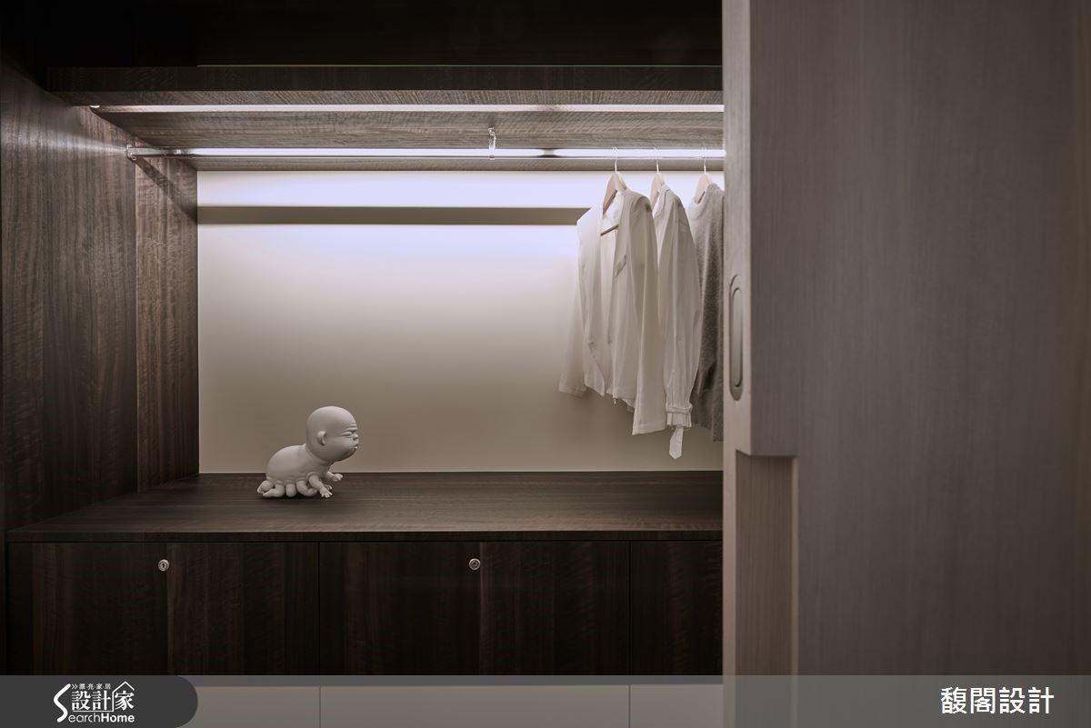 將小件雕塑拆解放置於衣櫃內,變成可隨興賞玩的生活擺飾。