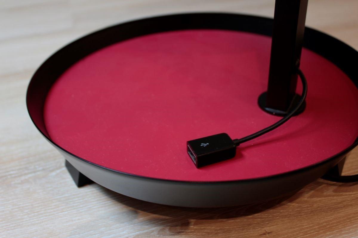 喜的燈飾書桌燈兼具功能性,將使用者在書桌上所需要的使用層面都加以考慮,打造一個深得人心的軟件配飾。圖片提供_馥閣設計、喜的燈飾