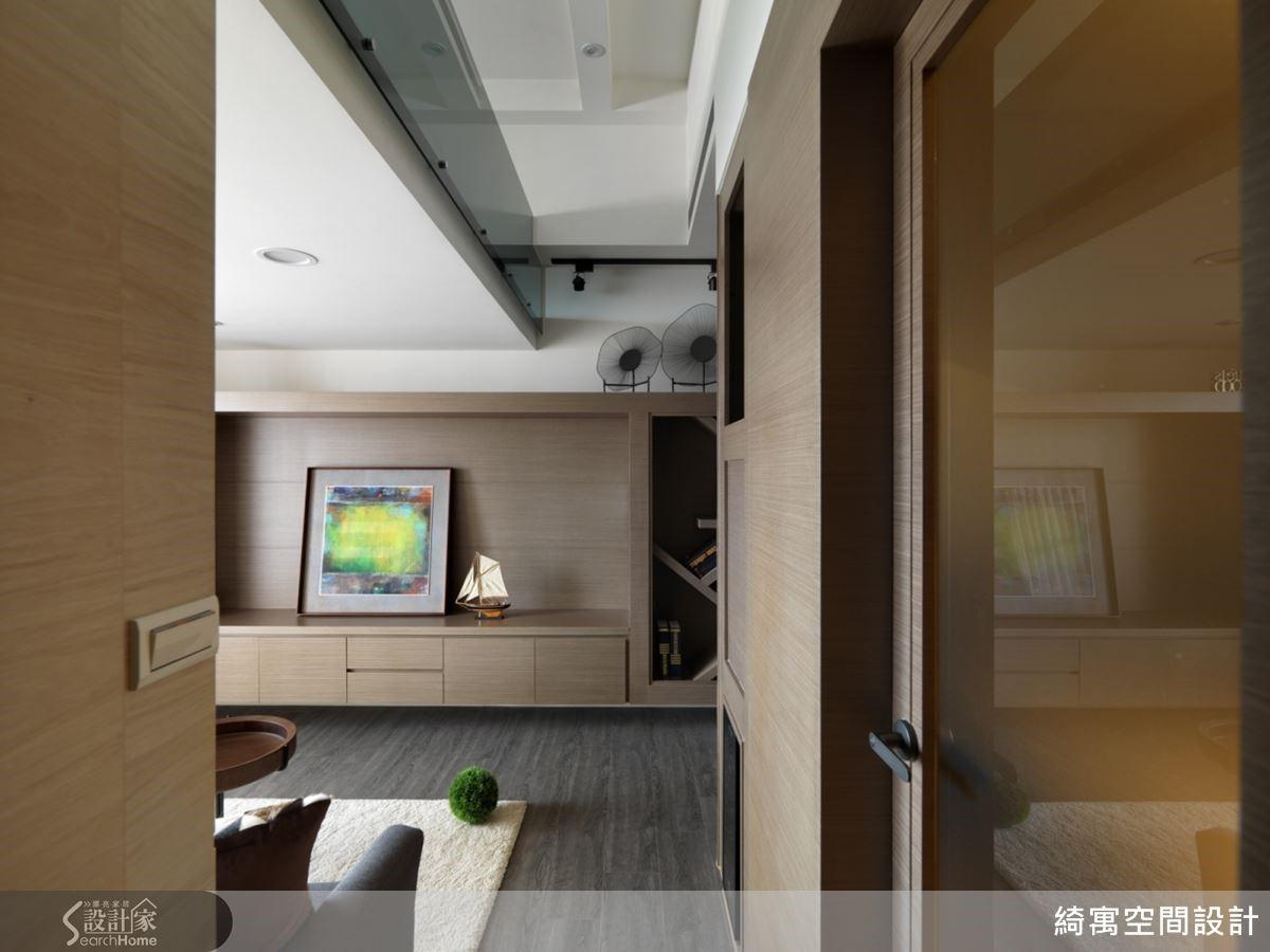 低調內斂的木質調為空間帶來自然療癒的氛圍,同時也相當符合屋主理性沉著的氣質。