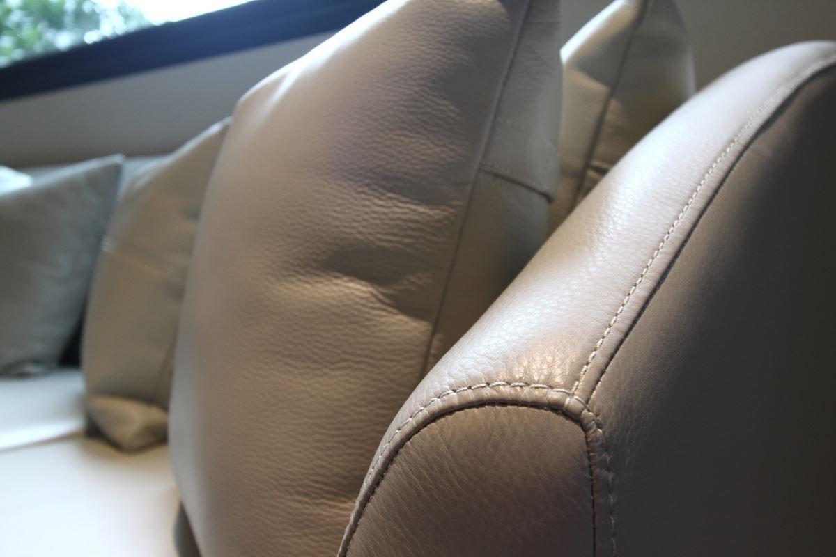 歐美義大利進口皮料、日本、台製的布料,其中因為科技的進步,有了防水耐磨等特性,這會帶來生活上的方便。從骨架的牢固實在,與皮面的進步應用,成就完美專屬座椅。圖片提供_椅子工廠