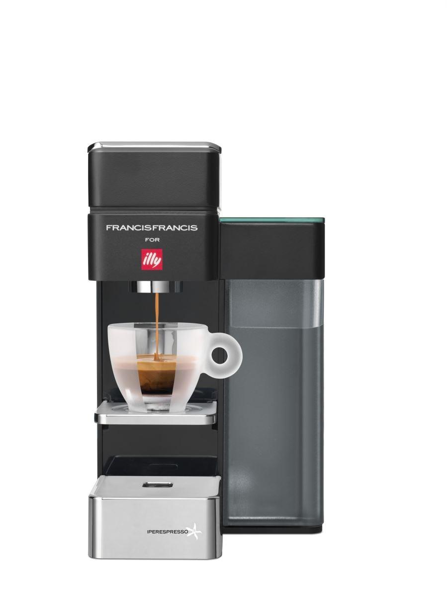 「 Fortune Caffe 」illy Y5 膠囊咖啡機組原價 Ntd $ 11,600 - ,新上市誠品生活信義店展售會獨賣優惠價 Ntd $ 9,900- 。