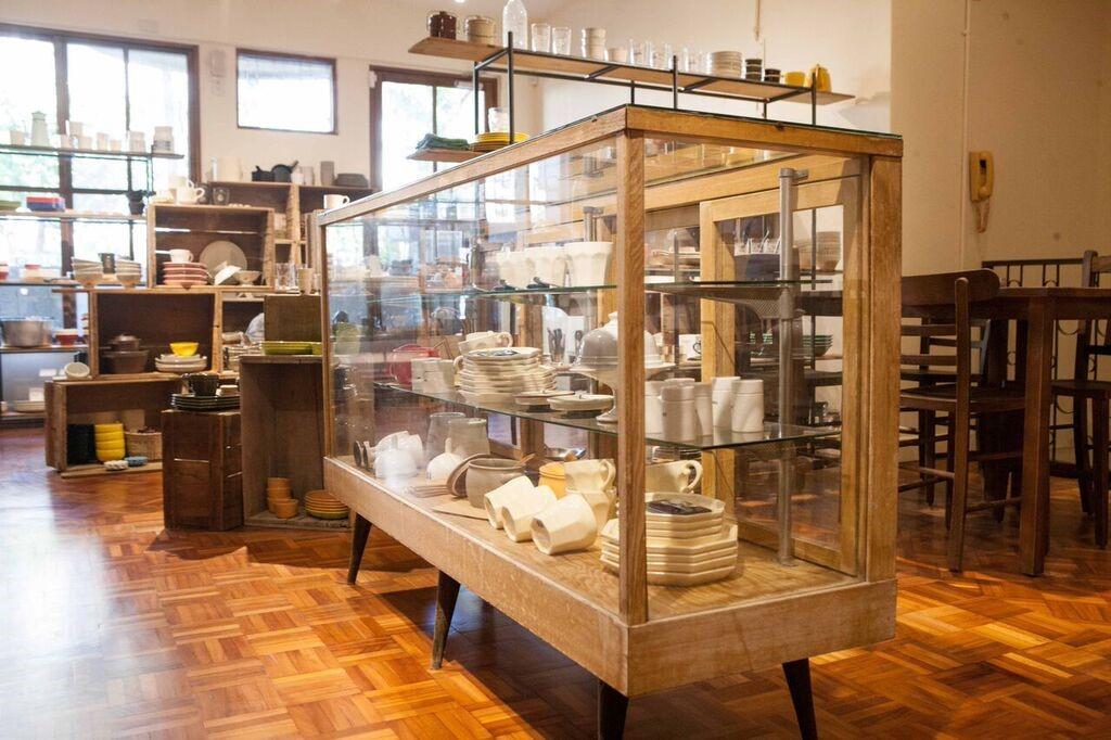 圖片提供_小器 X Macaroni cafe & bakery Taipei 利用多元展示工具傳達每一件商品的特殊之處,是否很像雜貨店的玻璃櫃台老件呢?