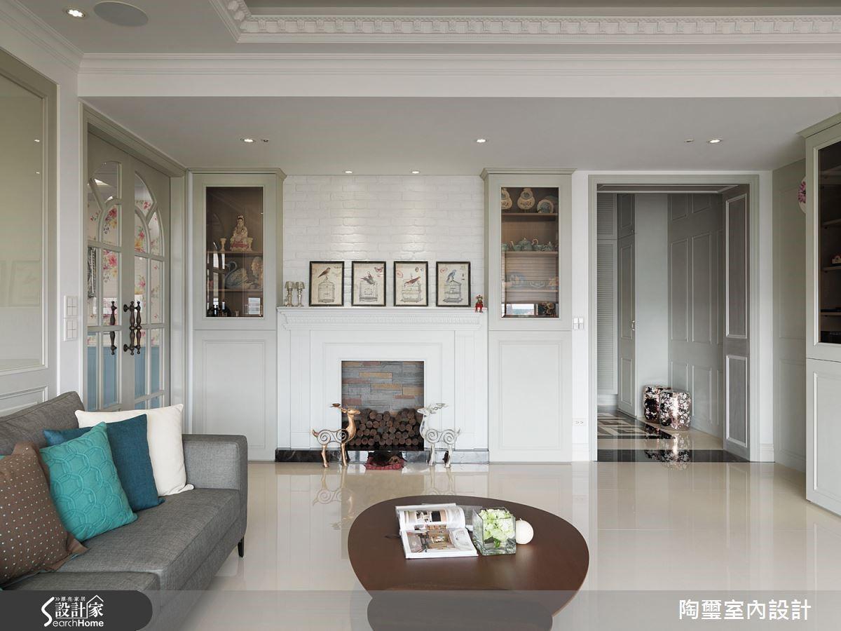 壁爐端景牆面不但讓空間風格更加鮮明,也象徵著全家齊聚的氛圍。