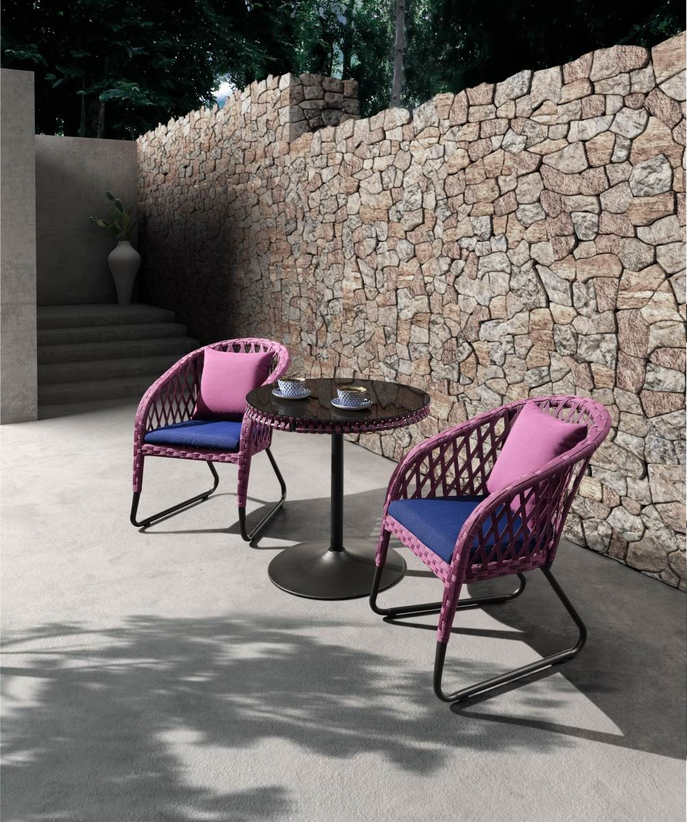 PROVENCE-繽紛的色調搭配跳色的抱枕、坐墊,營造出活力空間感。