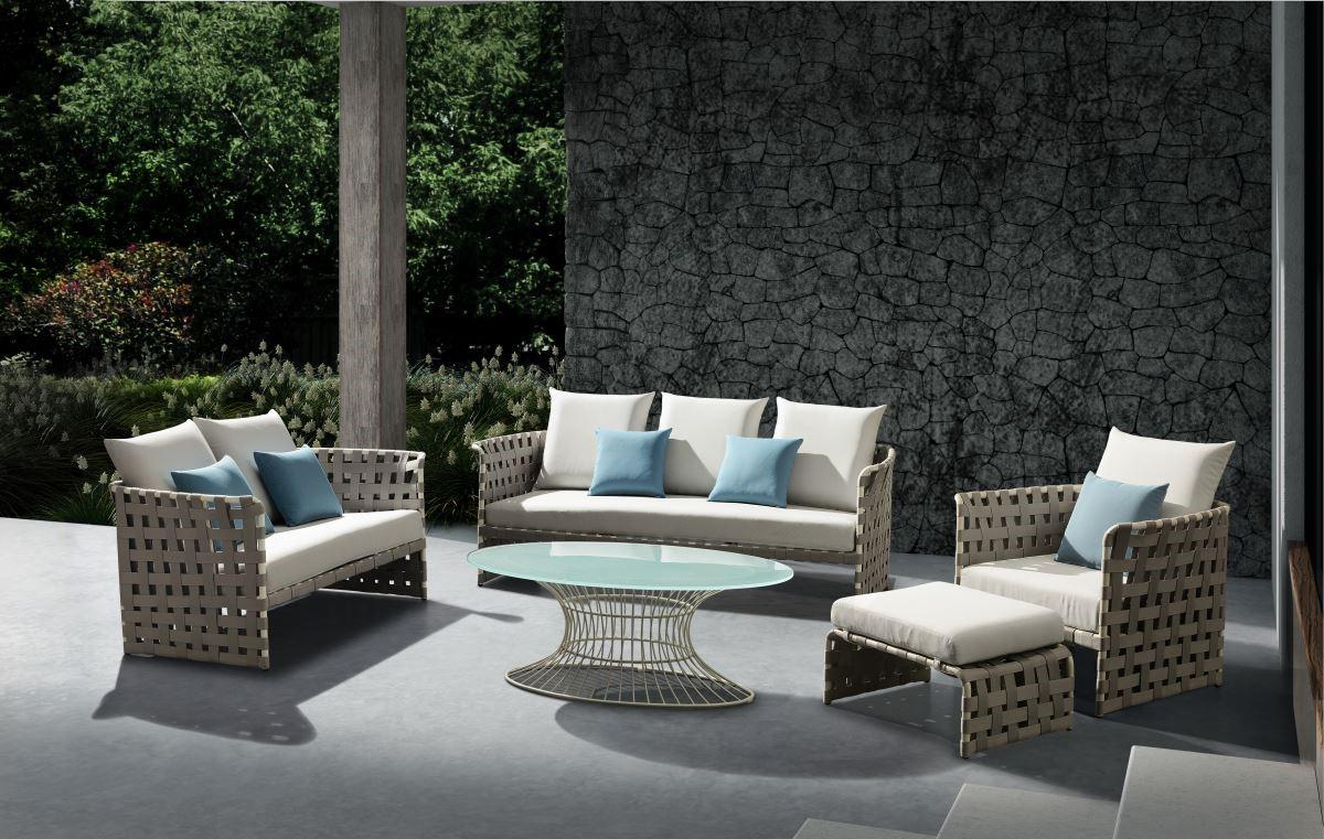 BREEZE-選擇符合全家人特性的戶外家具,不僅擁有適當的休閒空間,也相當適合三五好友一同晒著日光,享受午茶饗宴。