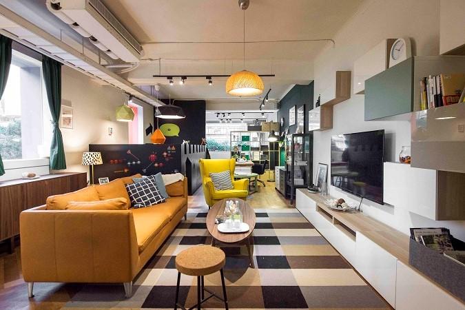 開放式的工作室/臥室空間,讓充足光線流通,居家環境明亮寬敞。圖片提供_IKEA