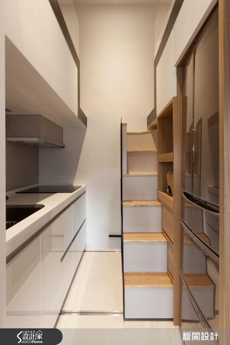 9 坪大的居家環境裡,利用機關收納,維持整體空間舒適整潔,讓一家三口不再為收納傷透腦筋。