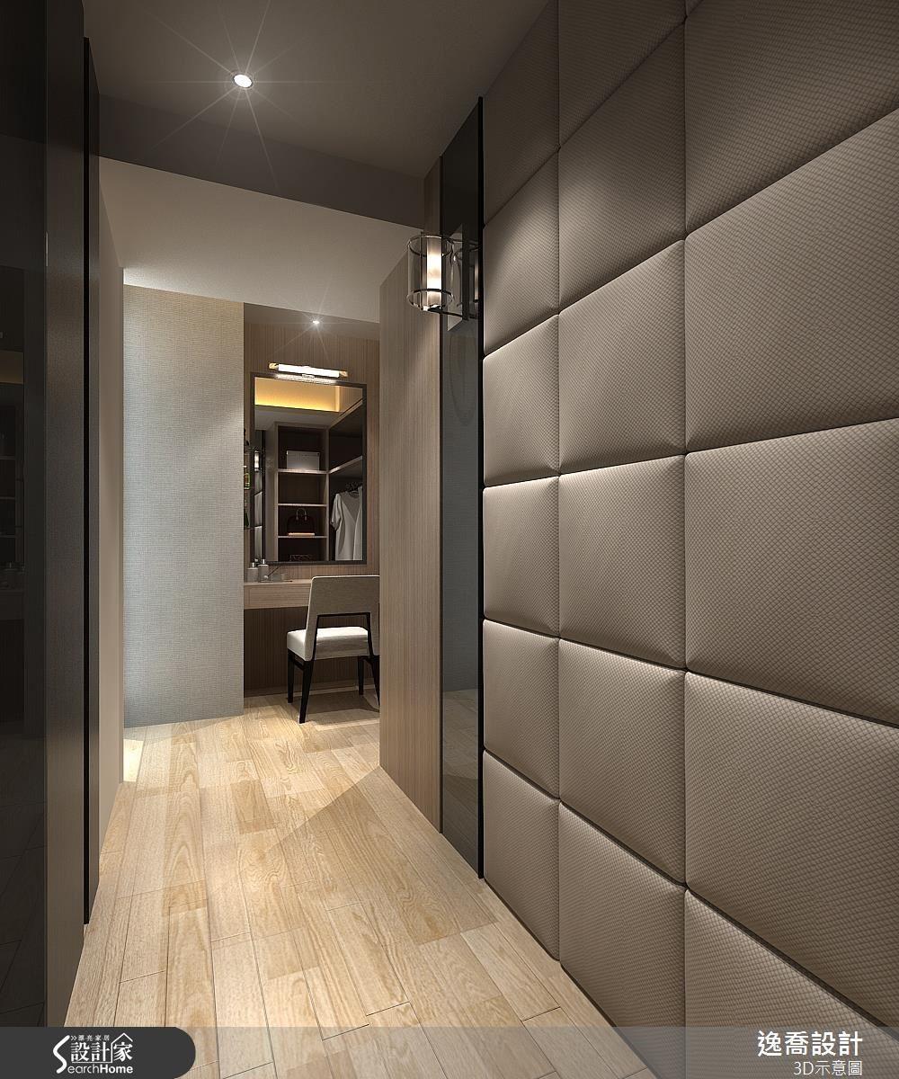 而轉進更衣室之內,讓人驚艷發現牆面也是採用與床頭背牆相同的繃布概念!在兩者交相呼應之間,便有一種獨特美感浮現。