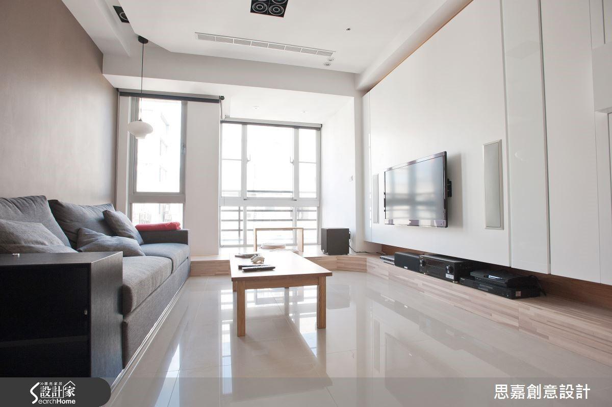 此案為了讓整體空間感更明亮,詹總監在不影響房屋結構的考量下,爭取最大的採光窗設計,搭配白色的空間感,讓整體效果明亮又舒適。