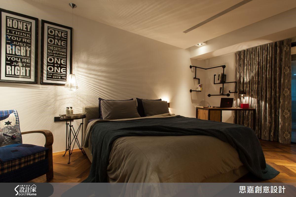 臥室空間通常不需要太過明亮的燈光,不妨利用檯燈來營造舒適的睡眠環境,對於氛圍也有加分效果哦!