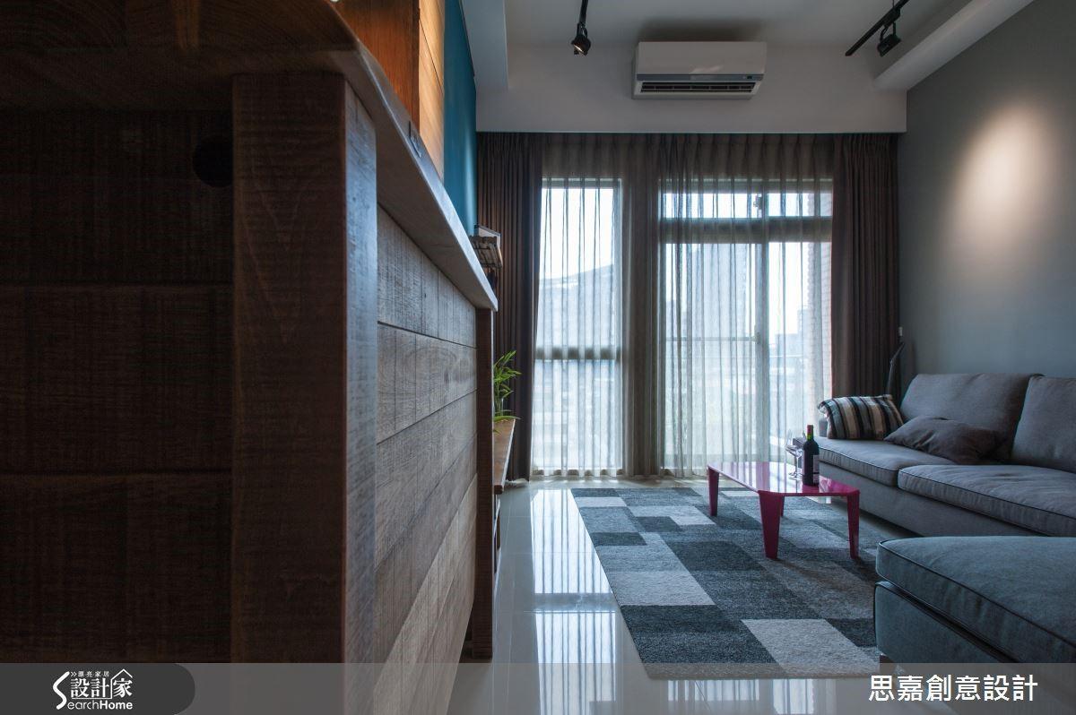 簡單的落地窗,加上紗質窗簾之後,也能帶來朦朧隱約的光影美感。