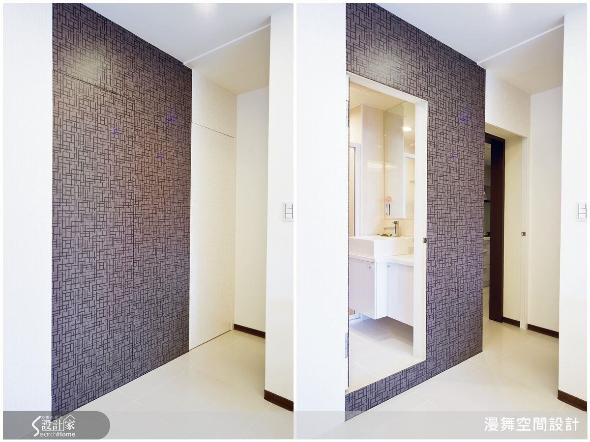 利用特殊的壁紙紋理創造空間表情,同時也隱藏了衛浴門,不但美化空間更有放大視野的效果哦!
