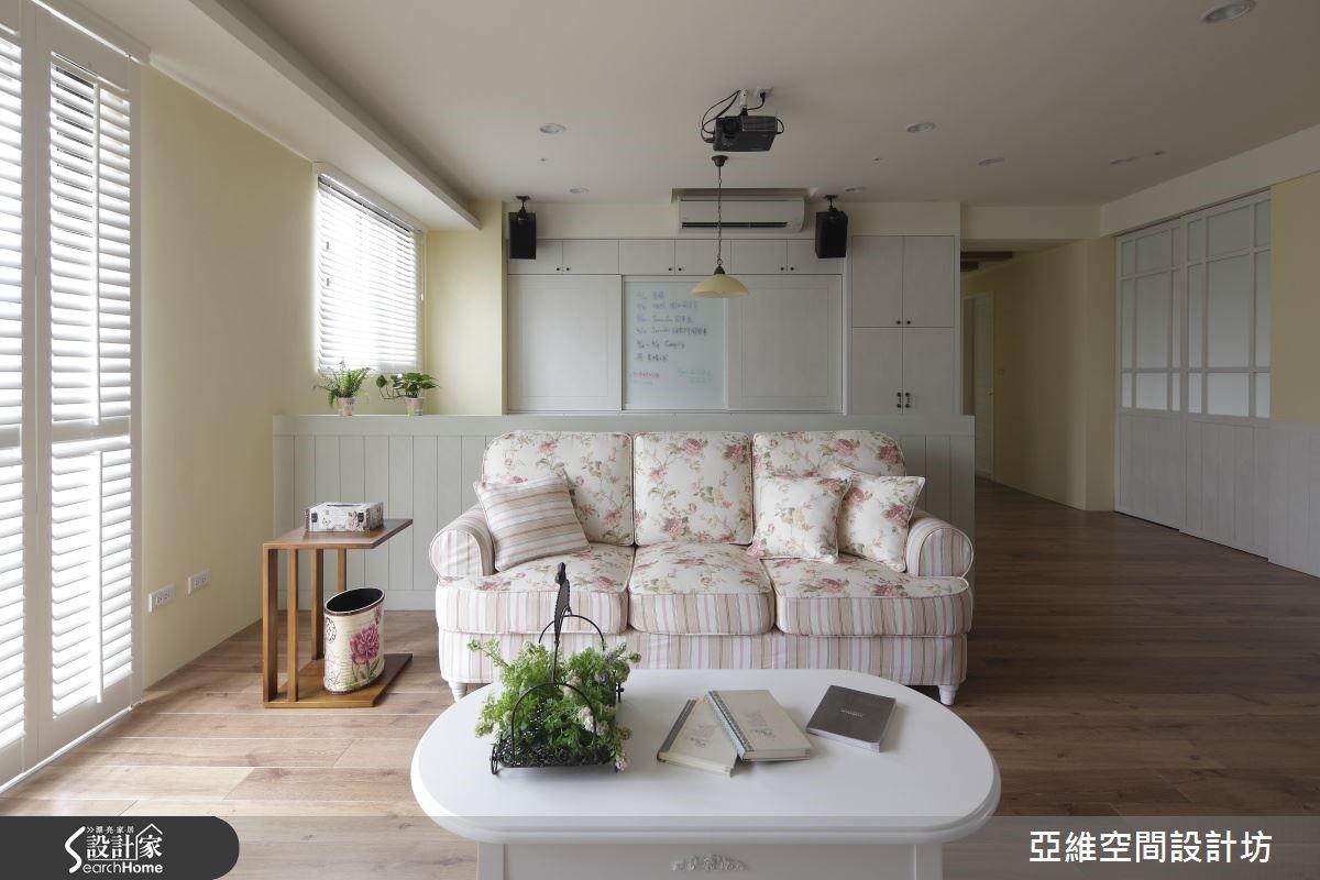 田園鄉村風,可以選擇有花卉圖樣的沙發。