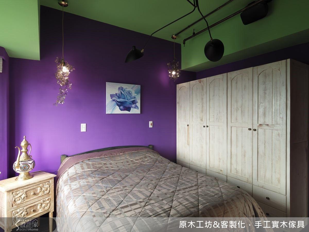 由於屋主喜愛環遊世界,臥室設計偏好不被侷限、搭配有彈性的混搭風格,最好從任何國家帶回來的蒐藏小物擺上後,都能別有一番風味。