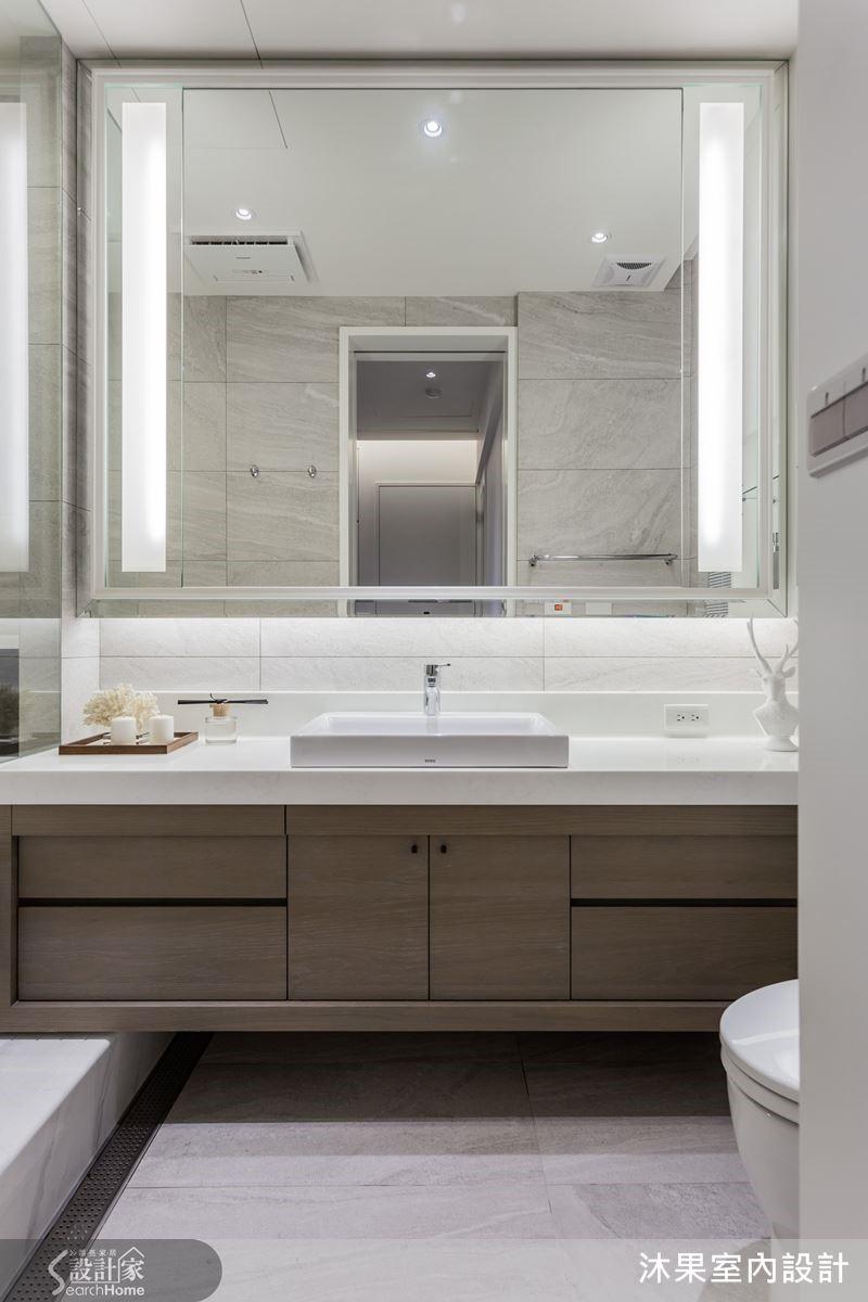 重新整頓的浴室機能,以人造石一體成形製成湯屋浴缸,便於清潔與保養,打造美觀機能兼備的衛浴空間。