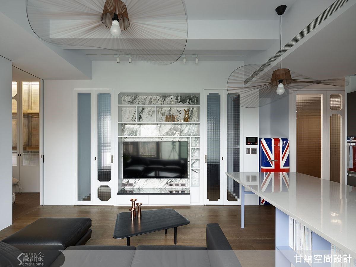 空間中使用善用拉門與折門元素,在開闔之間,替小環境創造開闊同時又獨立的效果。