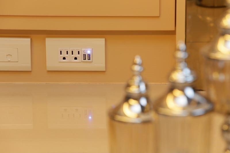 可結合電源開關、USB 充電插座、電腦電源專用AC插座、巿話插座,現已有 30 多款組裝商品可供消費者選擇。