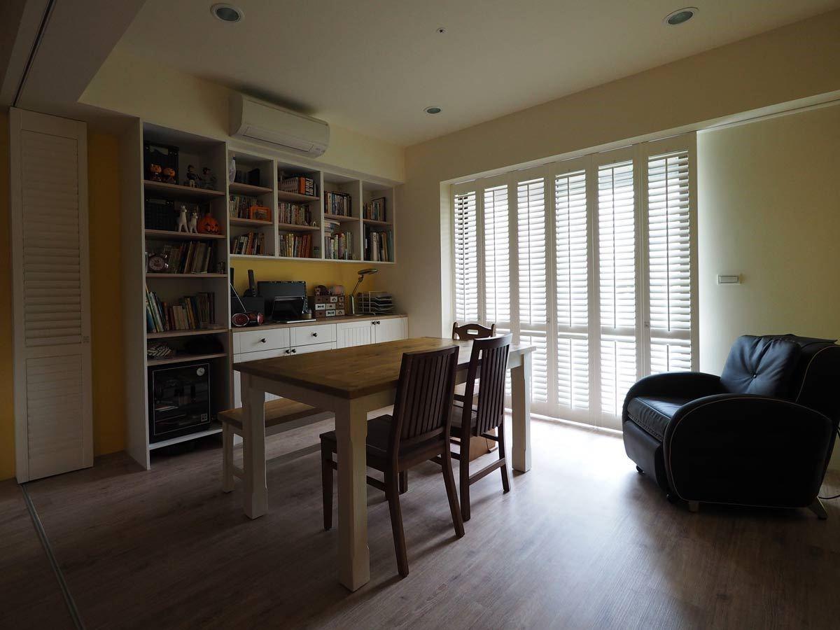 客廳空間在 NORMAN Shutters 襯托下,氣氛更顯舒適宜人。