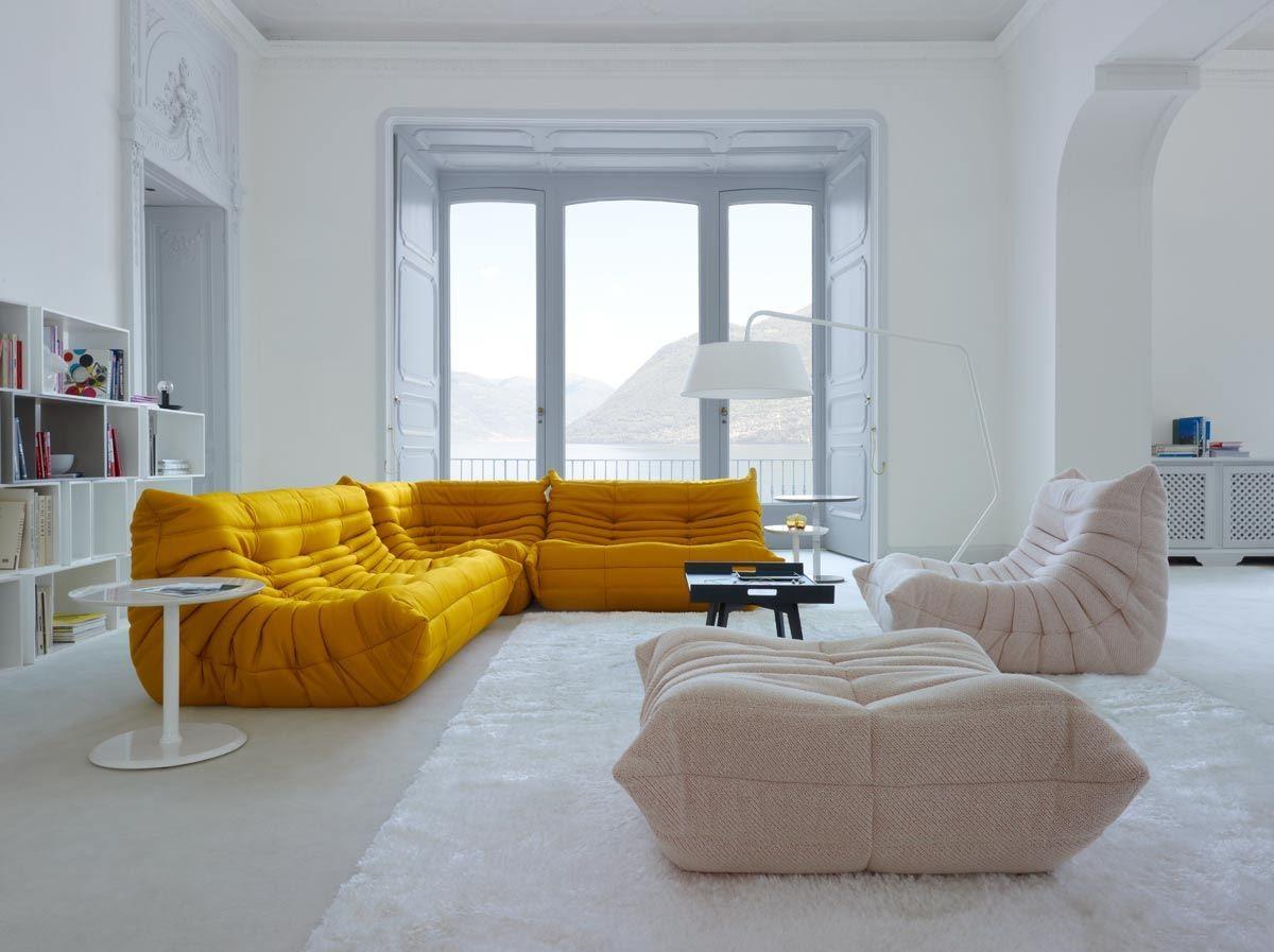 TOGO於1973 年問世,是世界上第一張全泡棉結構的沙發設計,內部使用多種不同密度形狀泡棉而不依賴任何金屬及木造結構支撐,以獨特的型態及舒適的坐感打動世人,成為六、七十年代家具設計結構創新的重要里程碑!累計至今全球銷售已達一百二十萬張,是你不可不知的指標性沙發設計,至今仍是獨樹一格的品味象徵!(design : Michel Ducaroy)