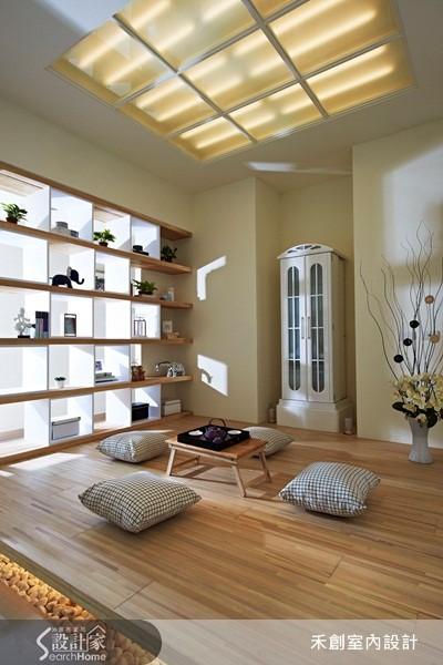 利用九宮格作為天花裝飾,並在地坪下方鋪設鵝卵石,營造禪意十足的氛圍。