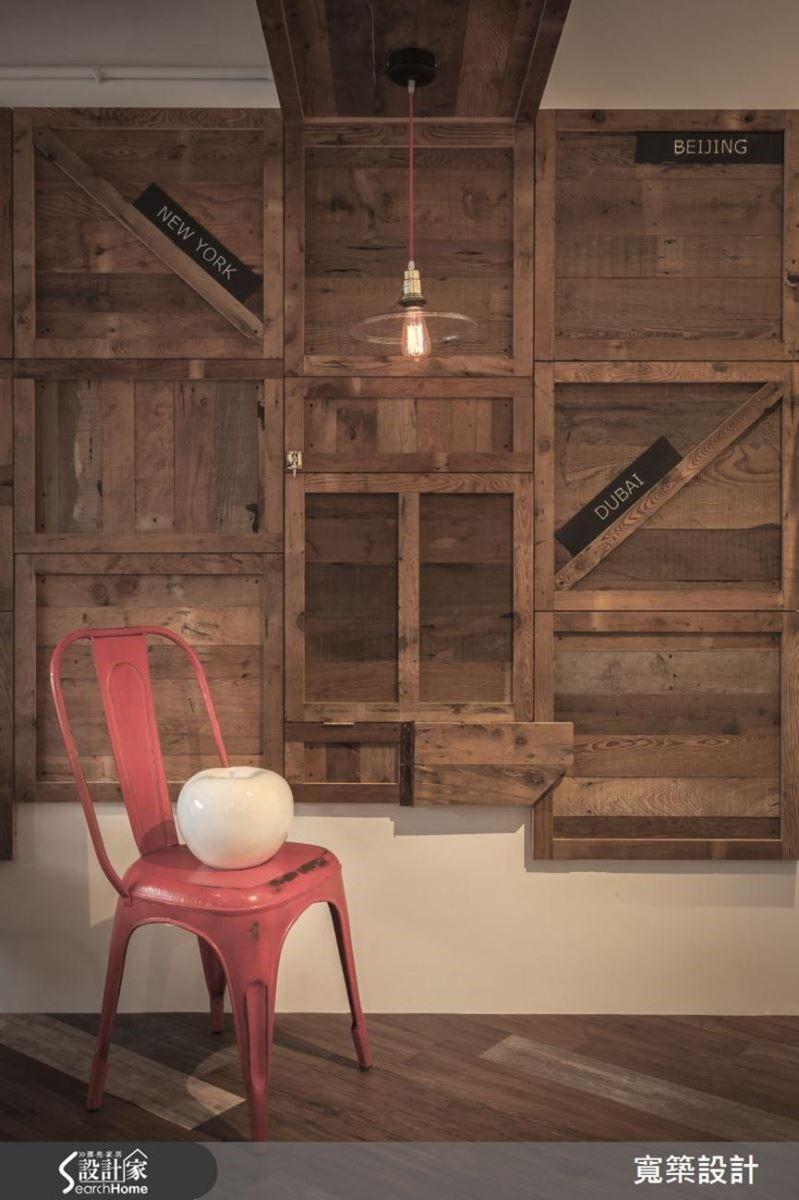 設計師巧妙地將木材溫潤的曲線融入充滿現代語彙的空間,營造出別具魅力的空間氛圍。
