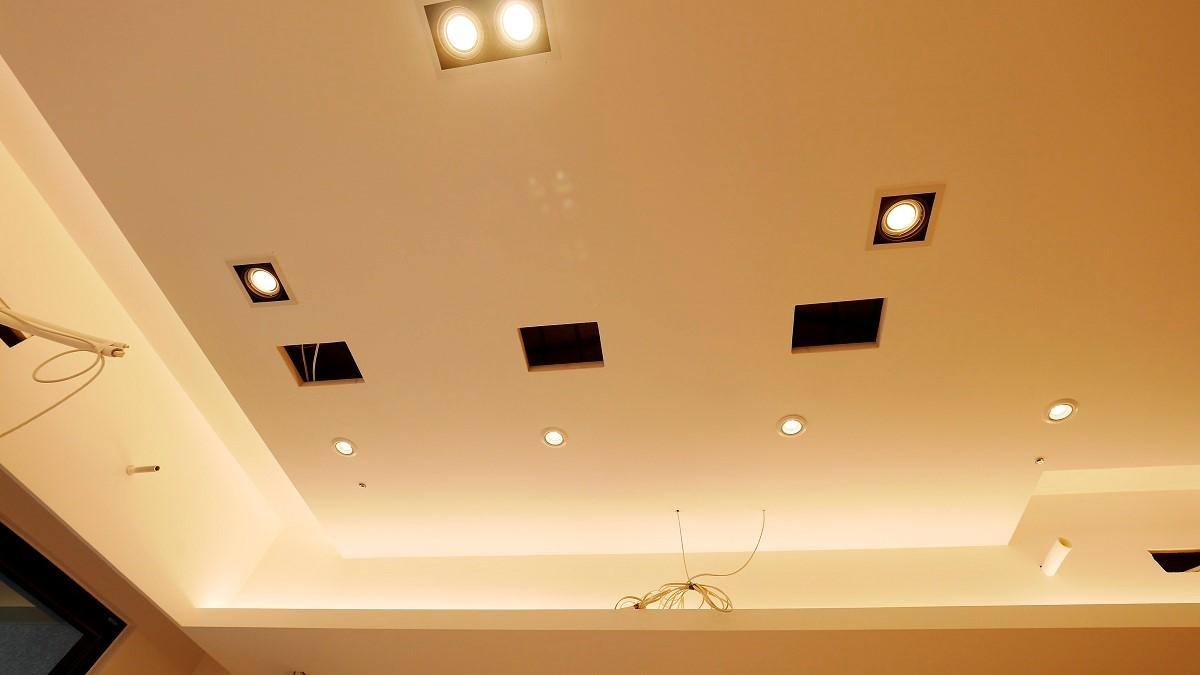 天花板預留的音響位置。
