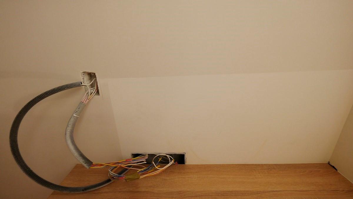 仔細一看,其實牆面並不是純白色的!帶點灰色,色調反而更加溫和了呢!