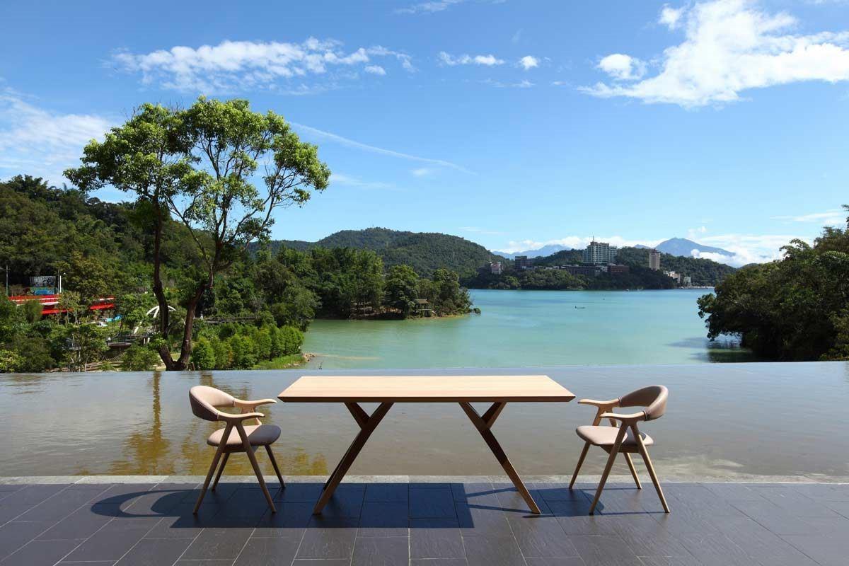 以精製實木餐桌椅起家的興樺公司,開創「elwood」品牌,推祟擁抱山林、享受簡單的自然生活。