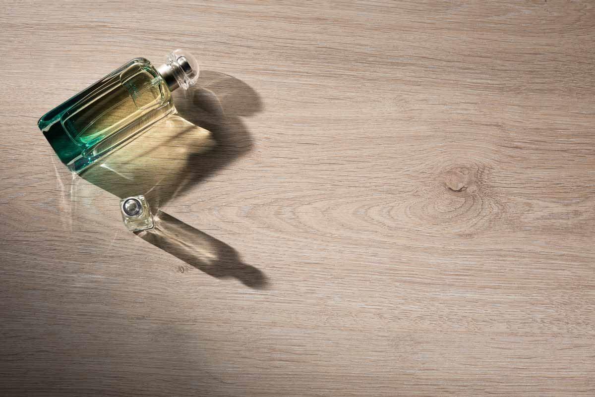 【403 橡木洗白 Oak Rovere】-擷取天然橡木紋理,佐以溫潤色調,清晰俐落的線條從樹結處發散延伸,溫樸氣息全室繚繞,讓居家空間呈現溫暖卻時尚俐落的現代格調。
