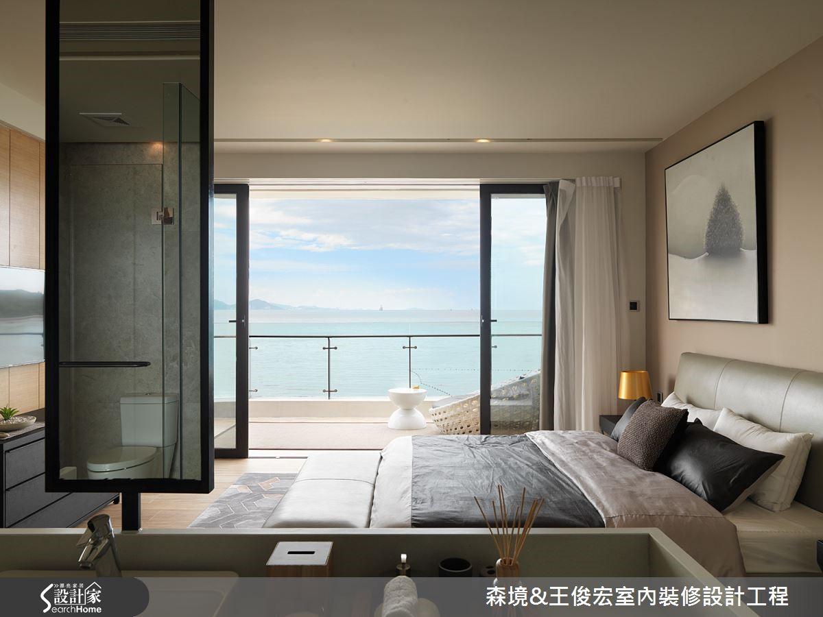 讓大面積落地窗與床平行,在風水學上有維持通風、吸收自然能量的說法;更有引景入室、使心胸開闊的益處。