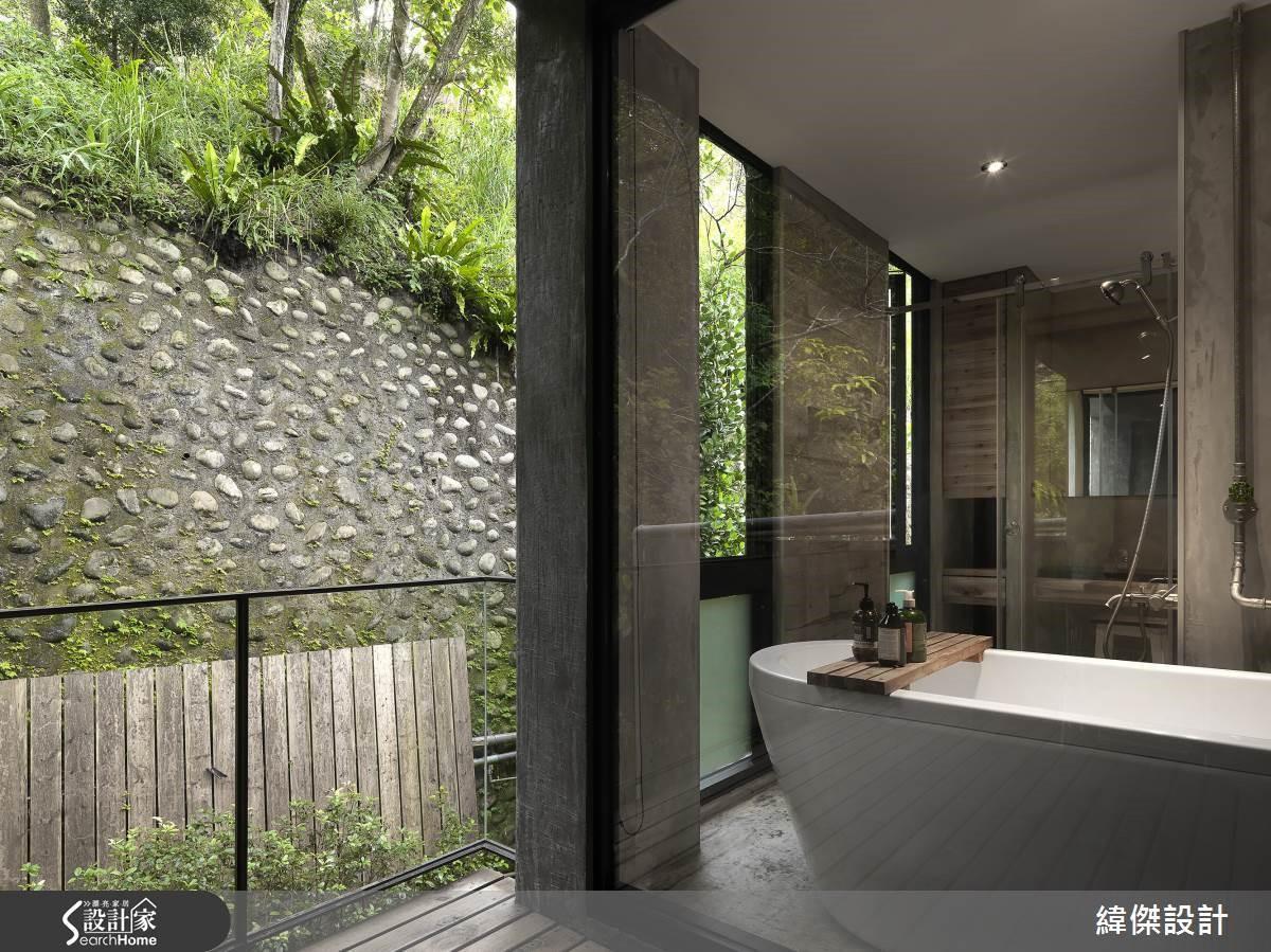 大面積的清透玻璃破除界線隔閡,與室外綠景的相連擴充心理層面的寬廣。
