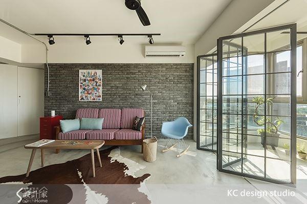 由於磚牆鮮明的材質特性,因此也需要簡化空間中其他元素,減少視覺紛亂的壓迫感。