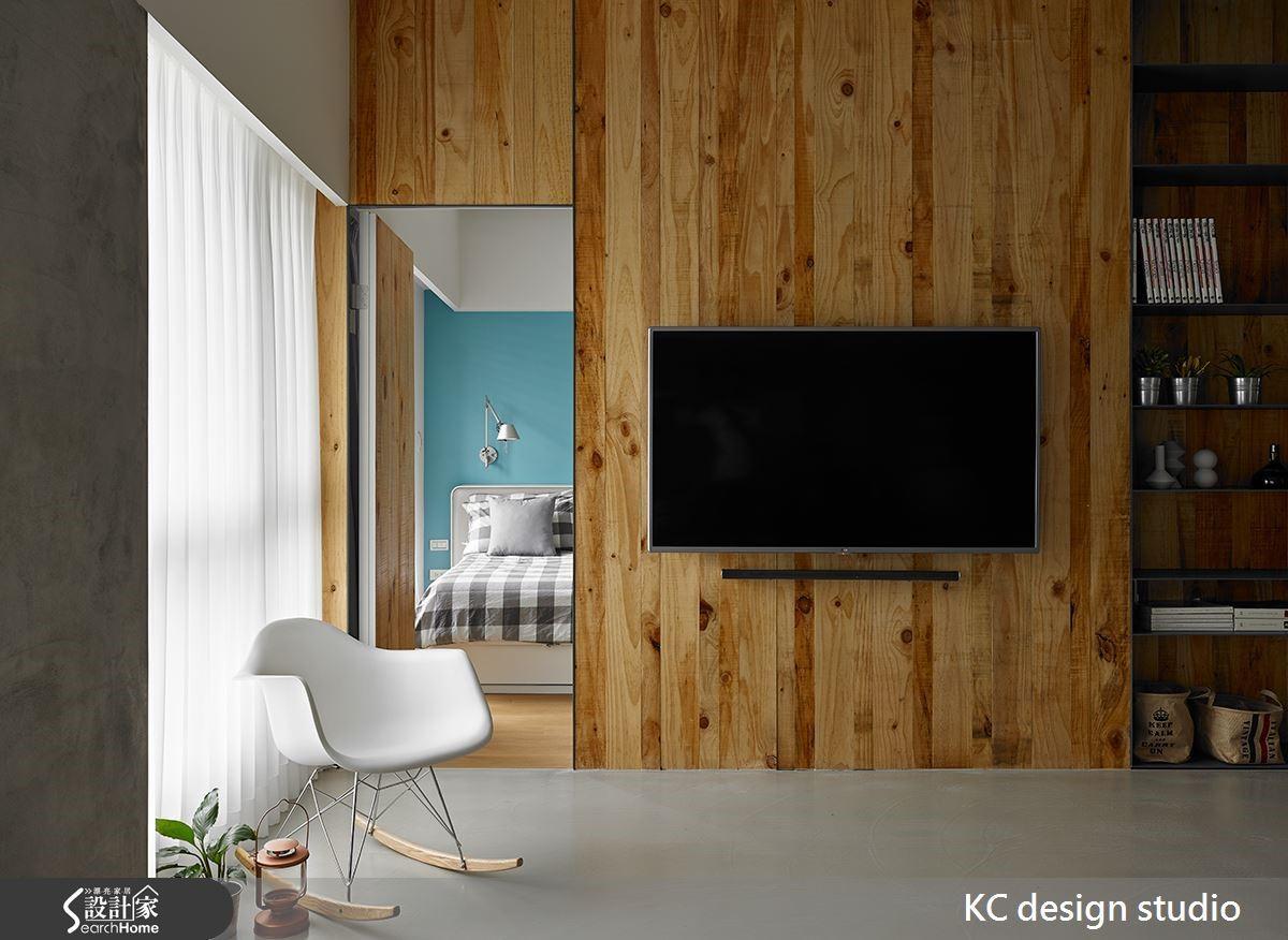 強烈的木紋節理突顯隨興不拘小節的空間樣貌,具有張力的顯現。