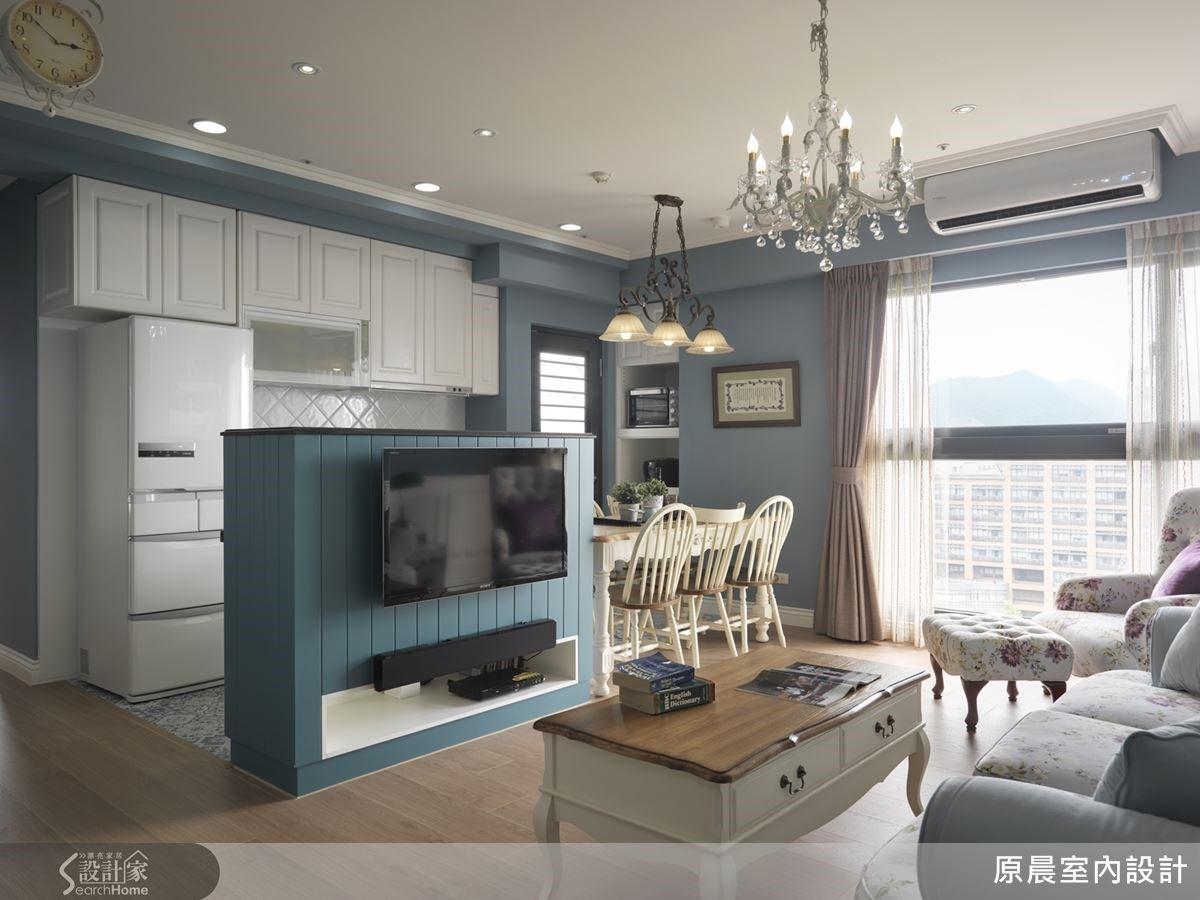 20 坪的空間裡,楊崇毅設計師透過開放式手法加乘放大坪效,並以中心點吧檯為軸心,分野了客、餐廳場域。